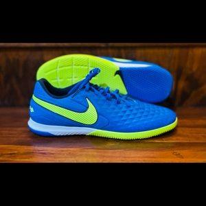 Nike React Legend 8 Pro IC Soccer Shoes